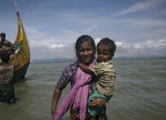 Rohingya women with child in sea